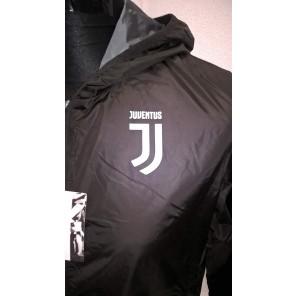 Juventus K-Way Juve Prodotto Ufficiale Nuovo Logo Uomo Adulto Giacca Antivento Windstopper (Nero)